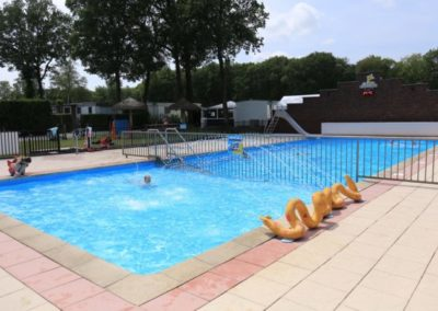 camping paasloo met zwembad